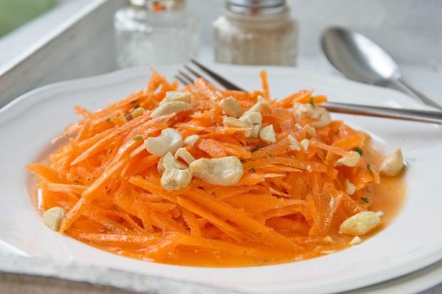 Karottensalat mit Nuss