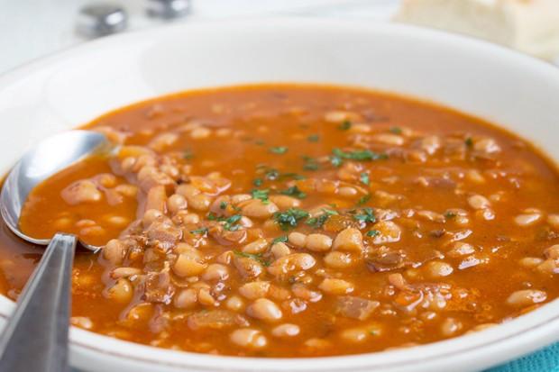 Bohnensuppe nach Ungarischer Art