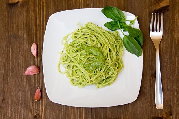 Spaghetti mit Kräutersauce