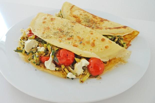 Omelette mit Zucchini, Tomaten und Feta