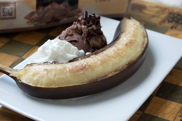 Ofenbananen mit Schokoladeneis