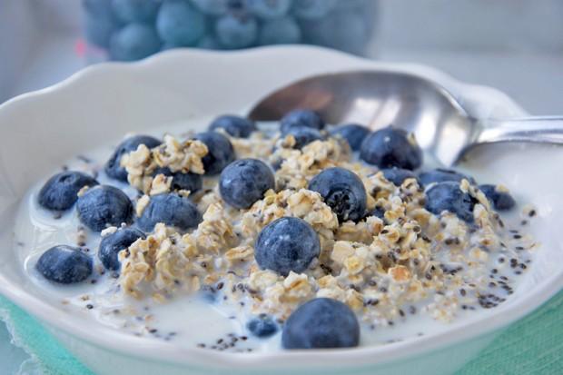Veganer Frühstücksbrei mit Chia-Samen