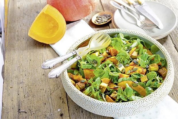 Salat mit gebratenem Kürbis