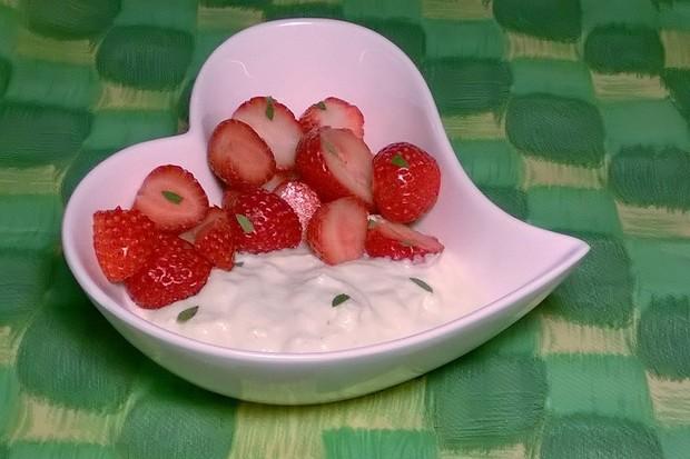 Erdbeeren-Waldmeister-Joghurt