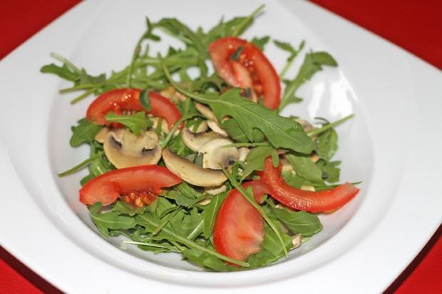 Pfeffriger Rucola-Champignon-Salat
