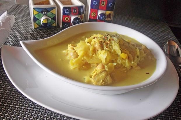 Vegane Curry-Sauerkrautsuppe mit Kichererbsen