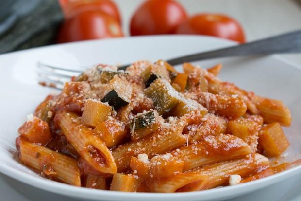 Penne in Zucchini-Tomatensauce