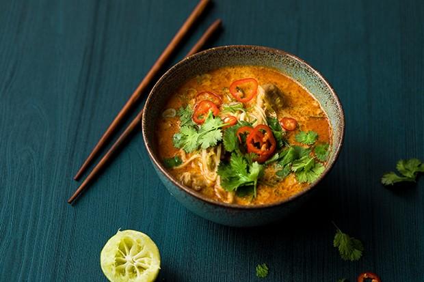 Asiatische Laksa Suppe mit Huhn