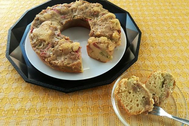 Rhabarberkuchen mit Erdmandelguss