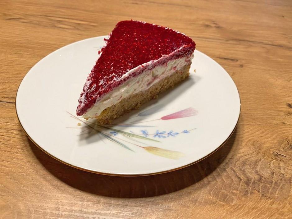 Nuss-Topfen-Himbeere-Kuchen