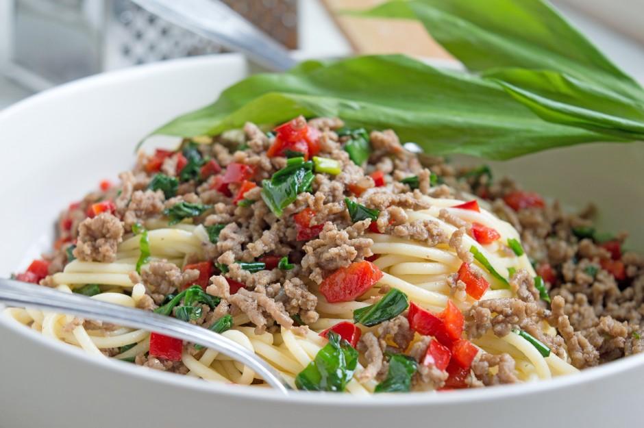 Spaghetti mit Bärlauch und Faschiertem