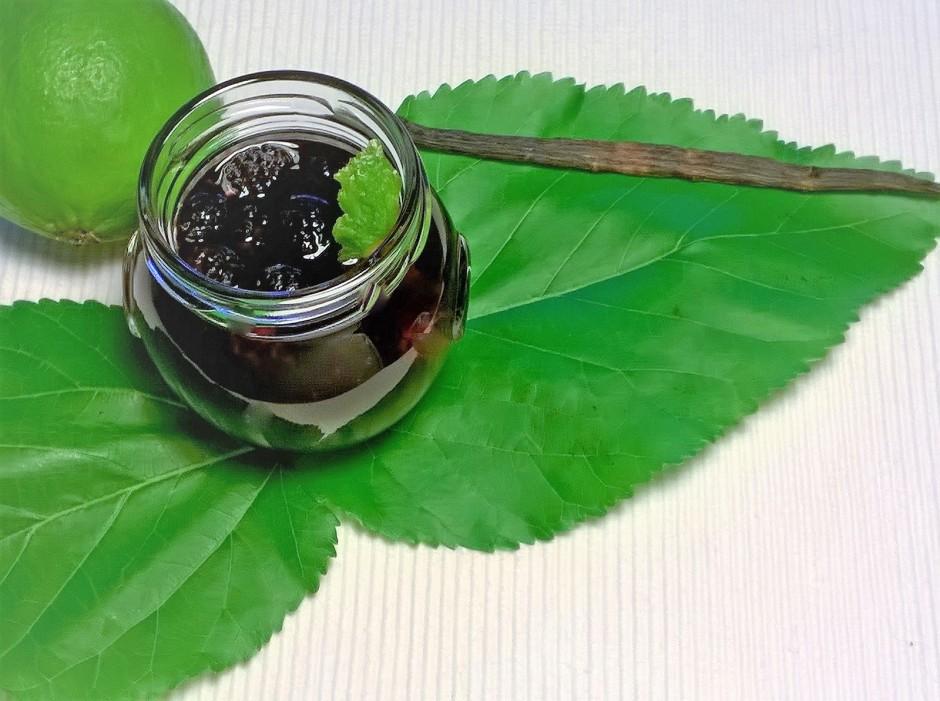 Maulbeerkompott mit Vanille und Limette