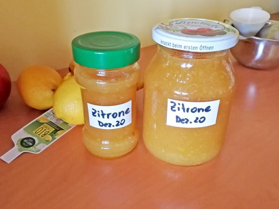 Zitronenmarmelade mit Schalenstückchen