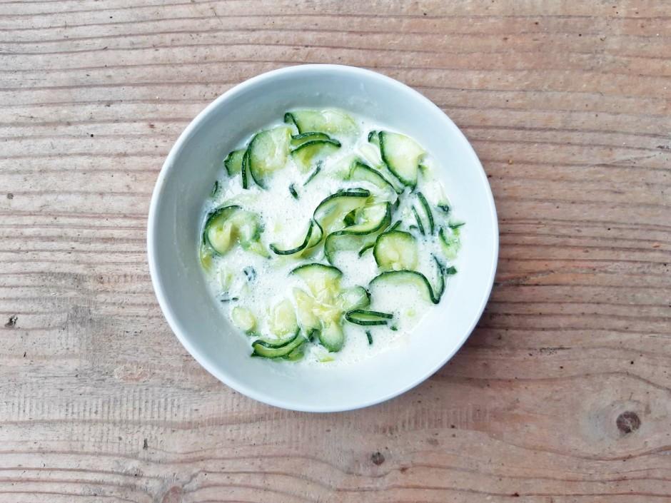 Gurkensalat mit Jogurtdressing