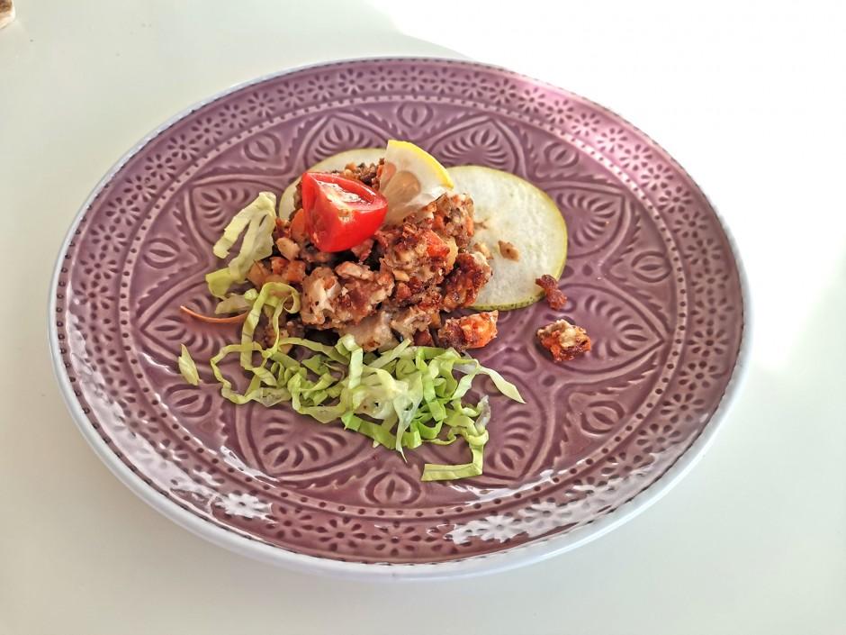 Veganes Kräuterseitlinggröstl auf Birnencarpaccio