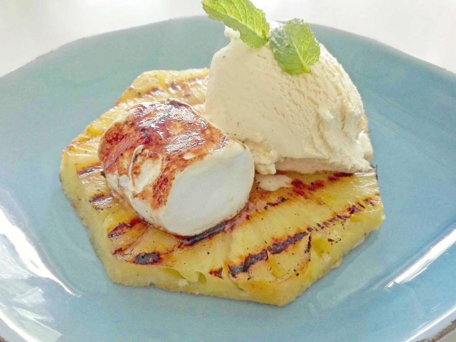 Grill-Ananas-Marshmallow-Eis-Dessert