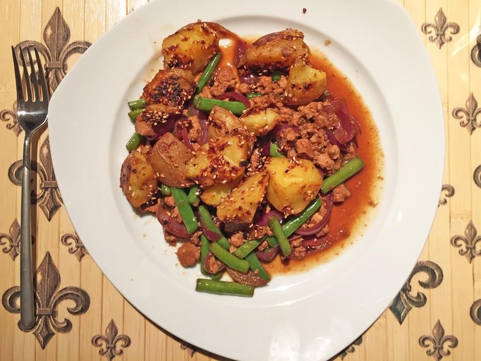 Asiatische Misoerdäpfel mit Fisolen und Tofu