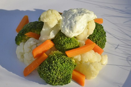 broccoli-blumenkohl-salat-mit-gemuesemayonnaise.jpg