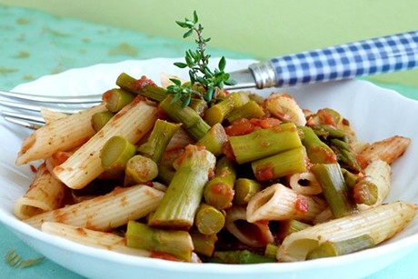 penne-agli-asparagi-e-pomodori.jpg