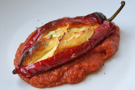 flaumige-schafkaese-paprika-mit-tomatensauce.jpg