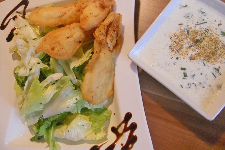 gebackene-huehnerstreifen-mit-herbstlichen-salaten.jpg