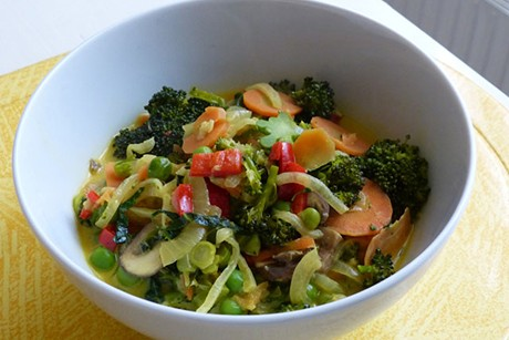 brokkoli-karotten-und-pilze-in-kokos-curry-creme.jpg