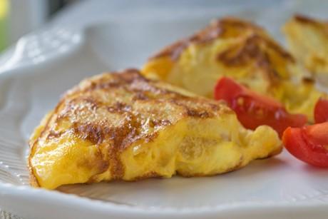 omelette-von-kartoffeln-zwiebeln-und-peperoni.jpg