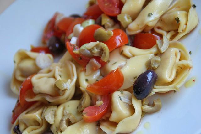tortellini-salat-mit-balsamico-vinaigrette.jpg