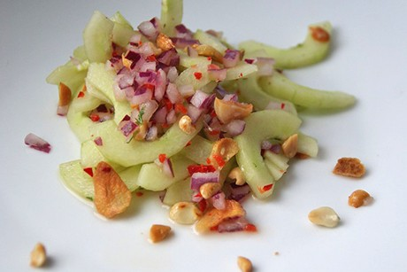 gurkensalat-mit-erdnuessen-und-chili.jpg