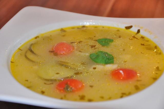 seelachssuppe-mit-zucchini.jpg