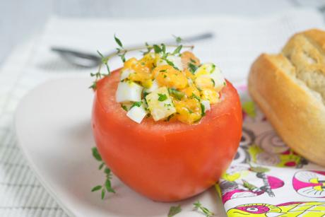 gefuellte-tomate-mit-ei-und-weissbrot.jpg