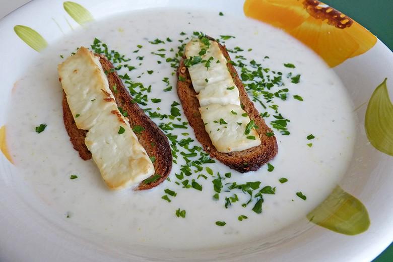 karfiolcremesuppe-mit-safran-und-schafskaese.jpg
