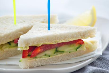 gurkensandwich-mit-zitronenbutter.jpg
