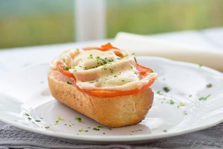 tomaten-kaese-toast.jpg