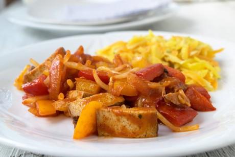 wokpfanne-mit-gemuese-tofu-und-sprossen.jpg