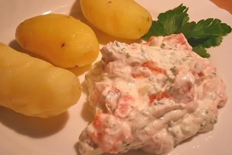 gekochte-kartoffel-mit-tomatentopfen.jpg