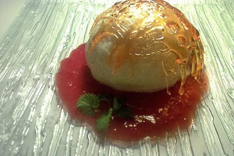 karamellisierte-topfenknoedel-mit-erdbeerpueree.jpg