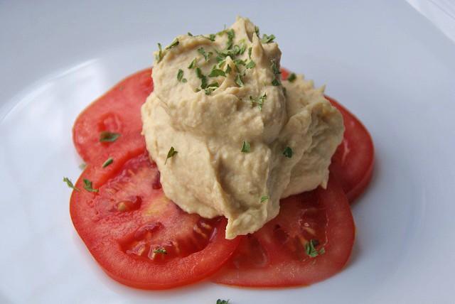 bohnenmus-auf-tomaten.jpg