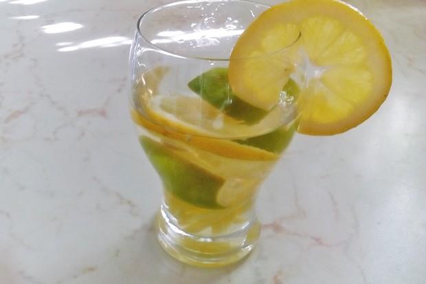 Detox Zitrone Limette Ingwer Drink
