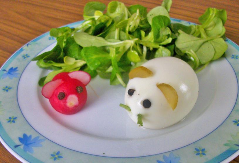 vogerlsalat-mit-eier-und-radieschenmaus.jpg