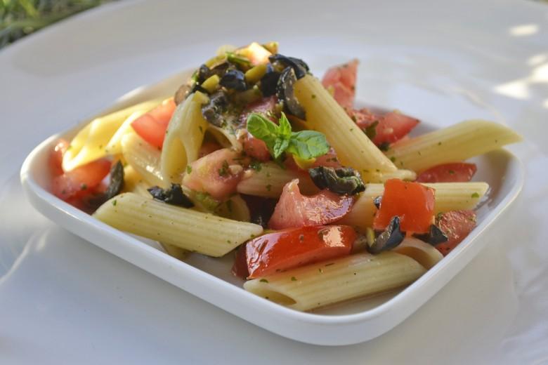 nudelsalat-mit-oliven.jpg
