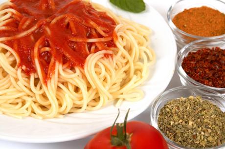 spaghetti-mit-tomatensauce.jpg