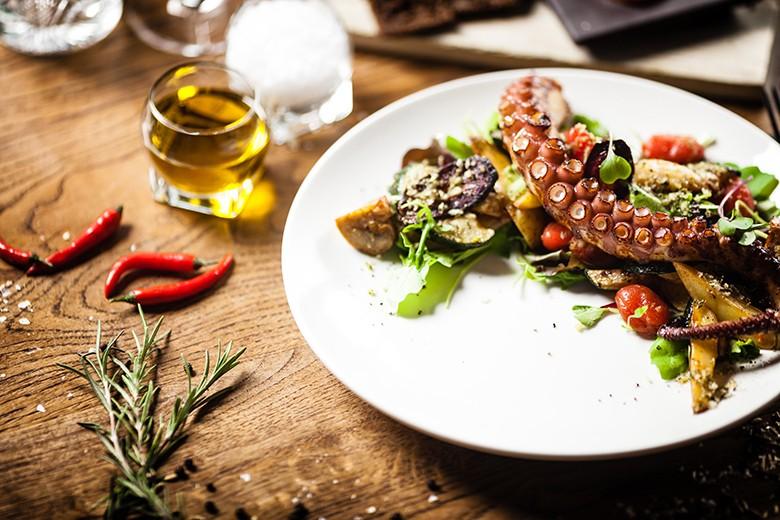 kroatischer-salat-vom-krakenfisch.jpg