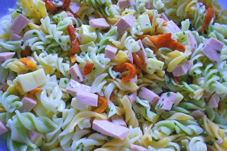 bunter-nudelsalat-mit-gruenem-pfeffer.jpg