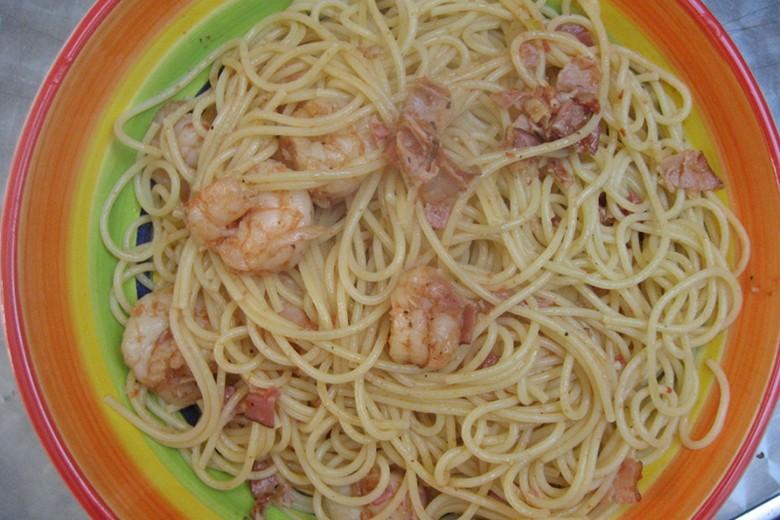 spaghetti-mit-scampi-und-speck.jpg