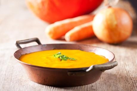 kuerbissuppe-mit-aepfeln-und-karotten.jpg