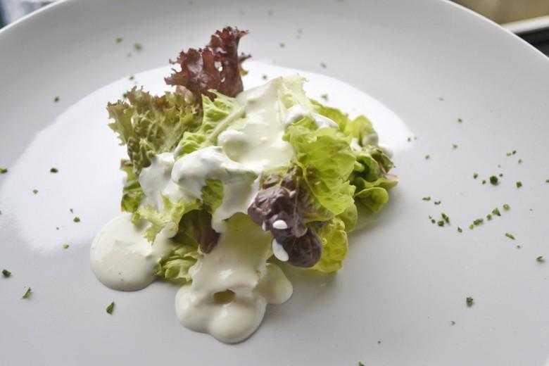blattsalat-mit-joghurt-knoblauchdressing.jpg