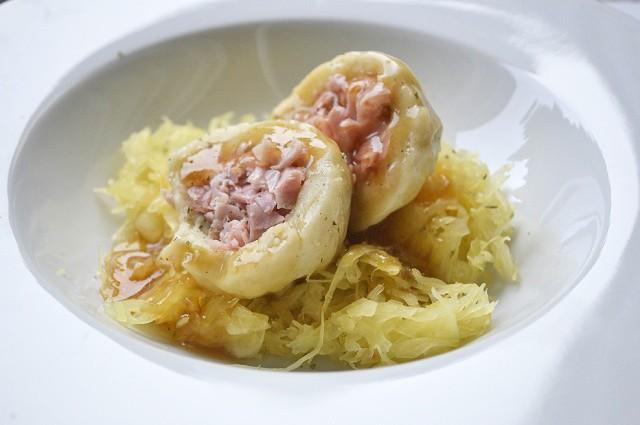 schinkenknoedel-mit-sauerkraut.jpg