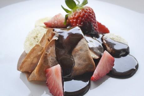 crepes-mit-schokoladensauce.jpg