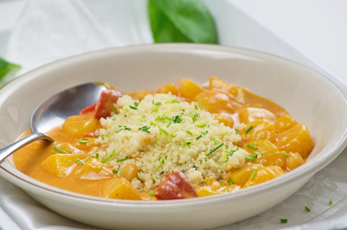couscous-mit-paprika-in-feiner-gemuesecurry-mischung.jpg